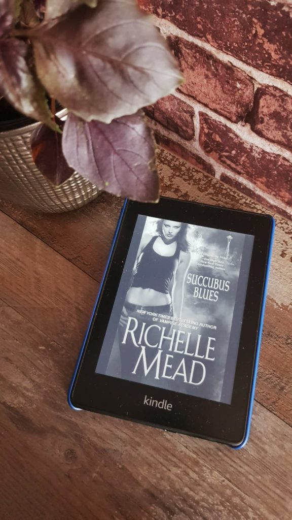 Richelle Mead-Succubus Blues